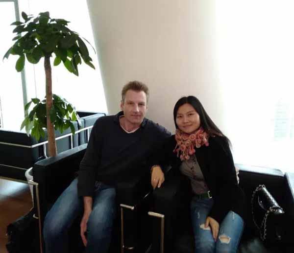因为爱情,他从德国飞到广州进行老花眼手术